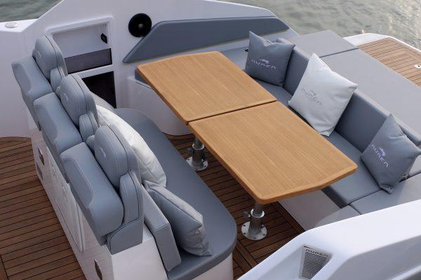 Aurea Yachts 30 Cabin White 2019 - tavolo 1